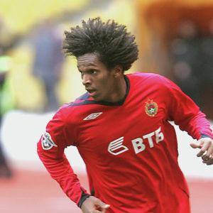 бразильский футболист Жо